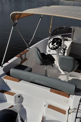 B2 Marine Cap Ferret 652 8