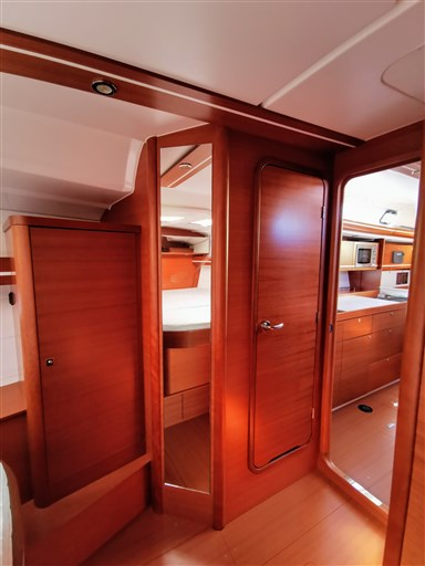 Dufour Yachts 450 Grand Large 9