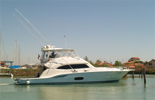 Bertram Yacht 700 Convertible