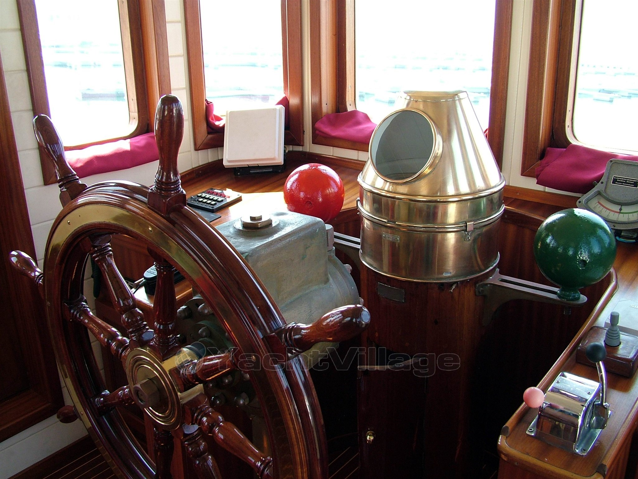 Novombore desmotschaft rimorchiatore, barca motore usata in ...