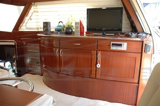 Abati Newport 46_mobile interno con TV