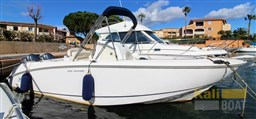 BOSTON WHALER 240 OUTRAGE (46)